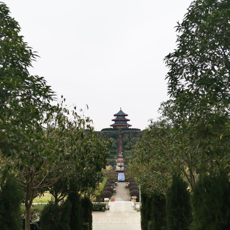 《换个角度看公墓》:锦江区成都烈士陵园和庄园式公墓金沙陵园航拍