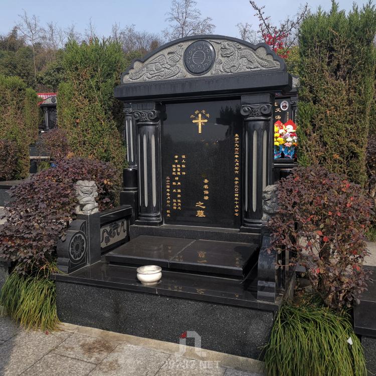 《换个角度看公墓》:成都北郊天回山皇恩寺陵园航拍